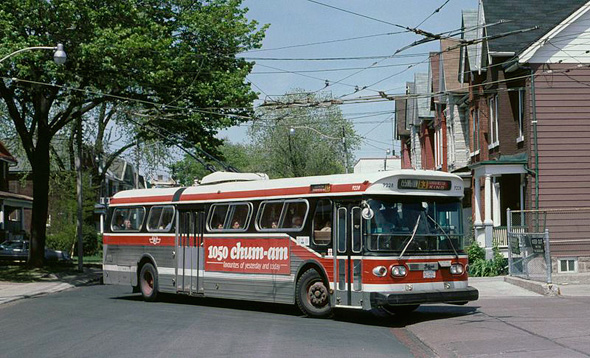 2012524-Toronto_Flyer_trolley_bus_1987.jpg