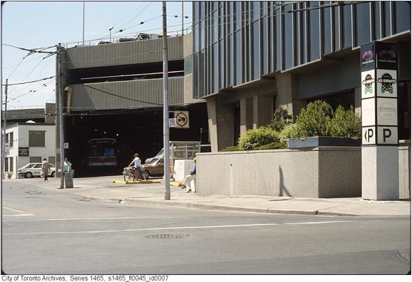 201254-ye-bus-entrace-1987-s1465_fl0045_id0007.jpg