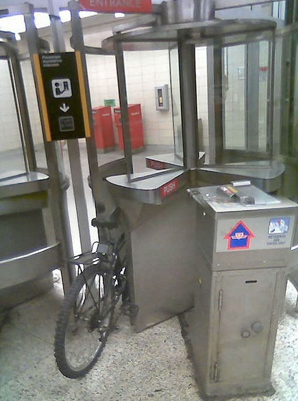toronto bike ttc turnstile station