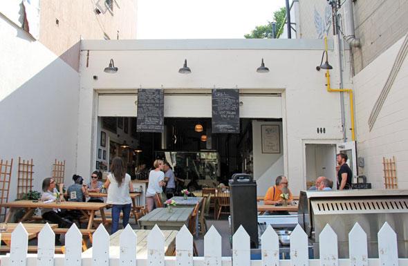 beer patio ossington