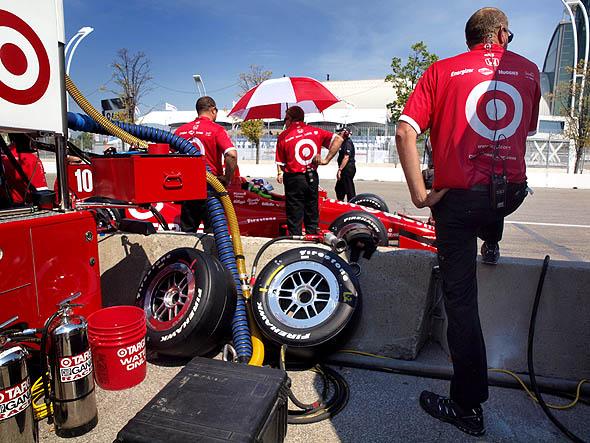 Pit crew at Honda Indy