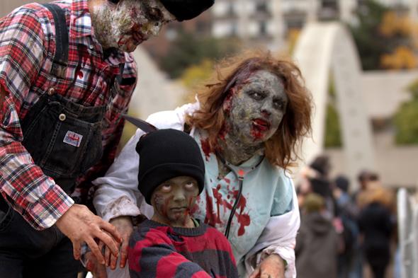20121021_zombieWalk-38.jpg
