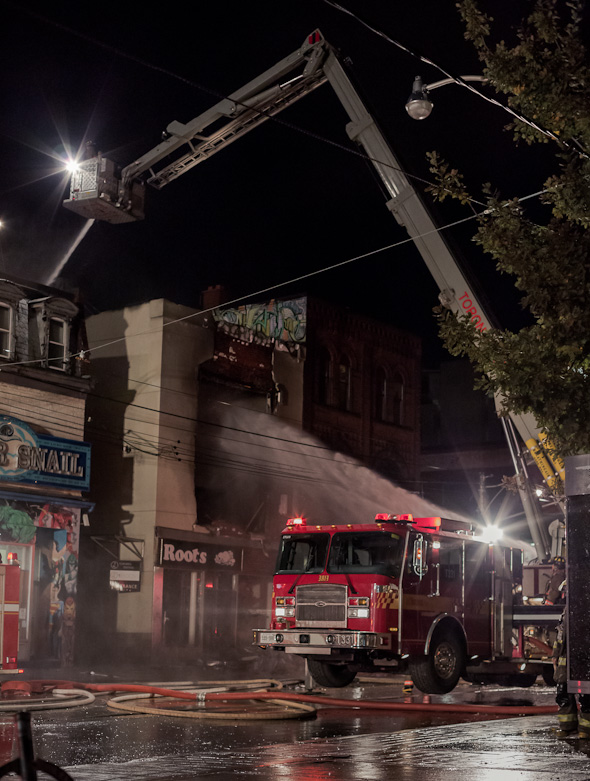20121030_queen_west_fire12.jpg
