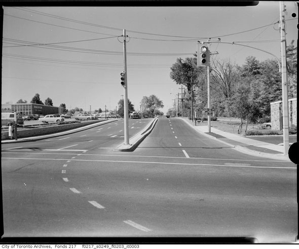 A Brief History Of The First Traffic Lights In Toronto