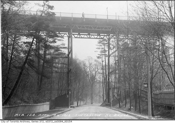 20131230-sherbourne-bridge-1915.jpg