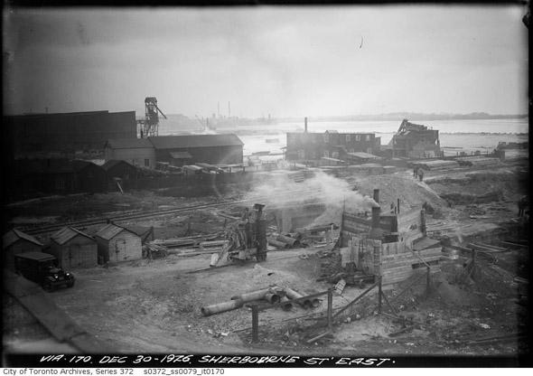 20131230-sherbourne-lakeshore-1926.jpg