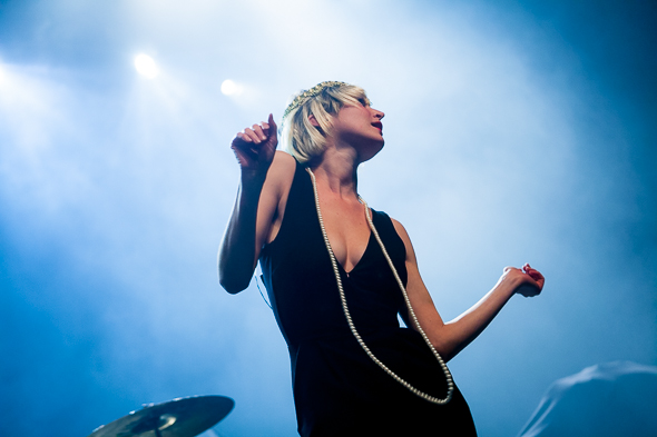 july talk lead singers dating Singers peter dreimanis  toronto rockers july talk promises to personally thank young  it's probably a good thing toronto rockers july talk finished.