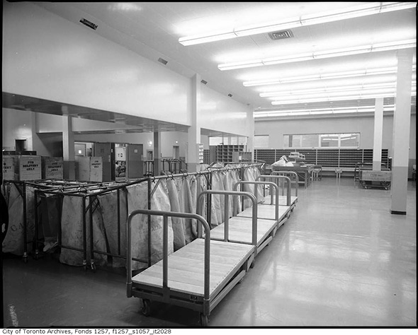 201413-int-postal-sorting-station-1960s-strike.jpg