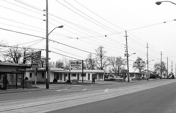 20131128_motelstrip2.jpg