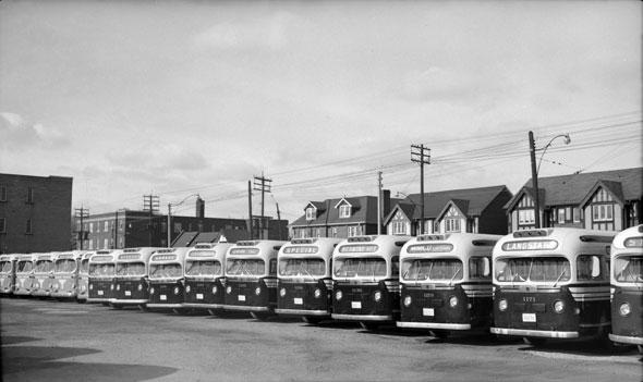 toronto yonge eglinton buses
